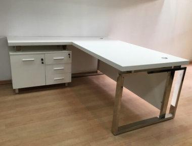 שולחן משרדי צבע לבן