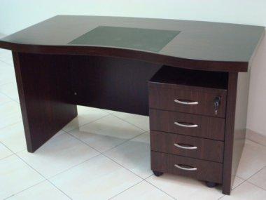 שולחן מנהלים עם שידת מגירות