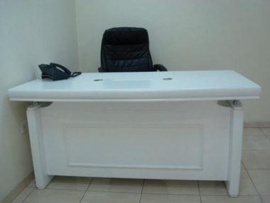 שולחן מנהלים לבן