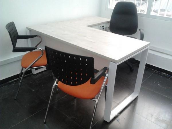 שולחן + שלוחה וארגז מגירות רגלי חלון