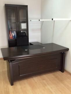 סט ריהוט משרדי בגוון ונגה לחדר מנהל