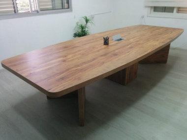 שולחן ישיבות מפואר