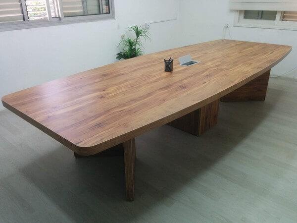 שולחן ישיבות מפואר כולל פתח תקשורת