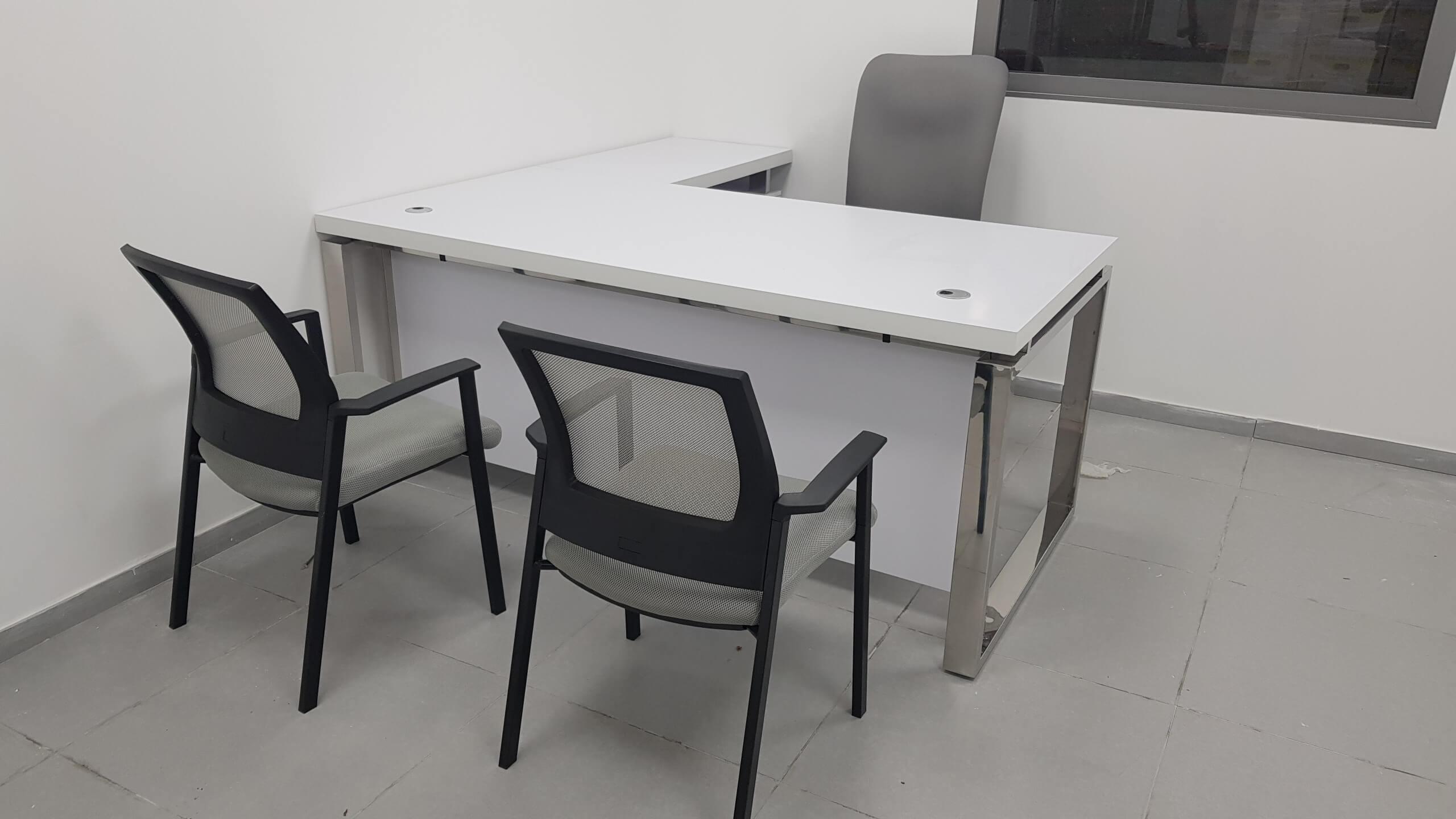 שולחן מנהל