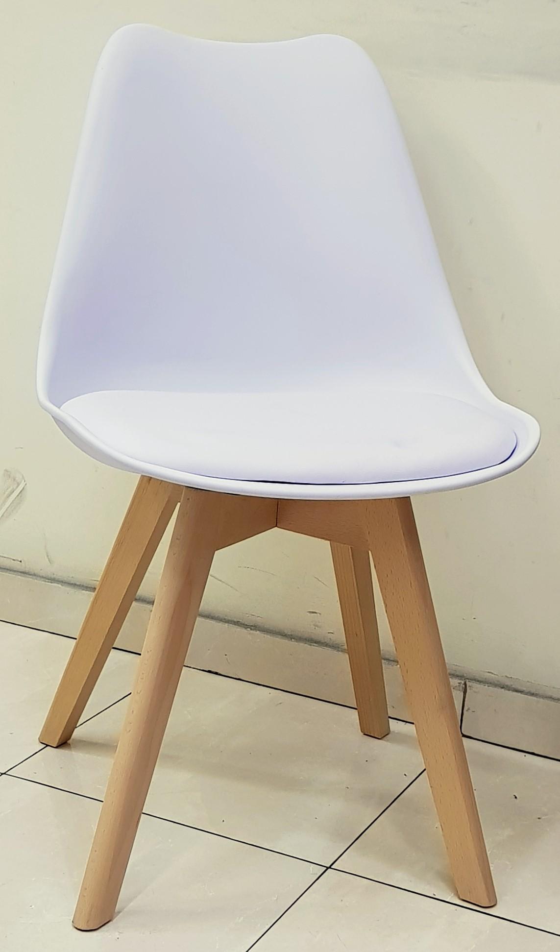 """כסא דגם """"שקד"""" לבן"""