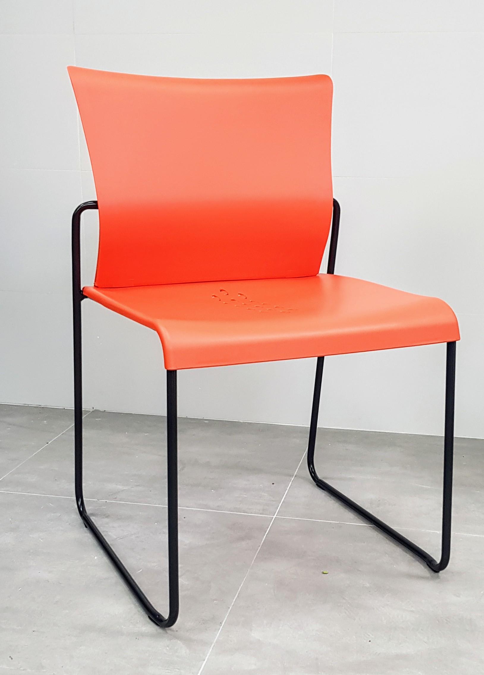 """כסא דגם """"דניאל"""" פלסטיק כתום"""