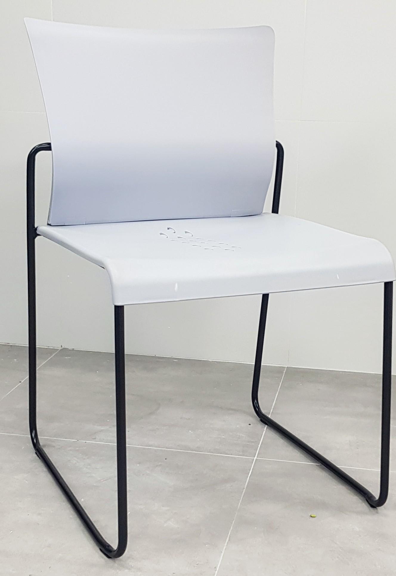 """כסא דגם """"דניאל"""" פלסטיק אפור"""