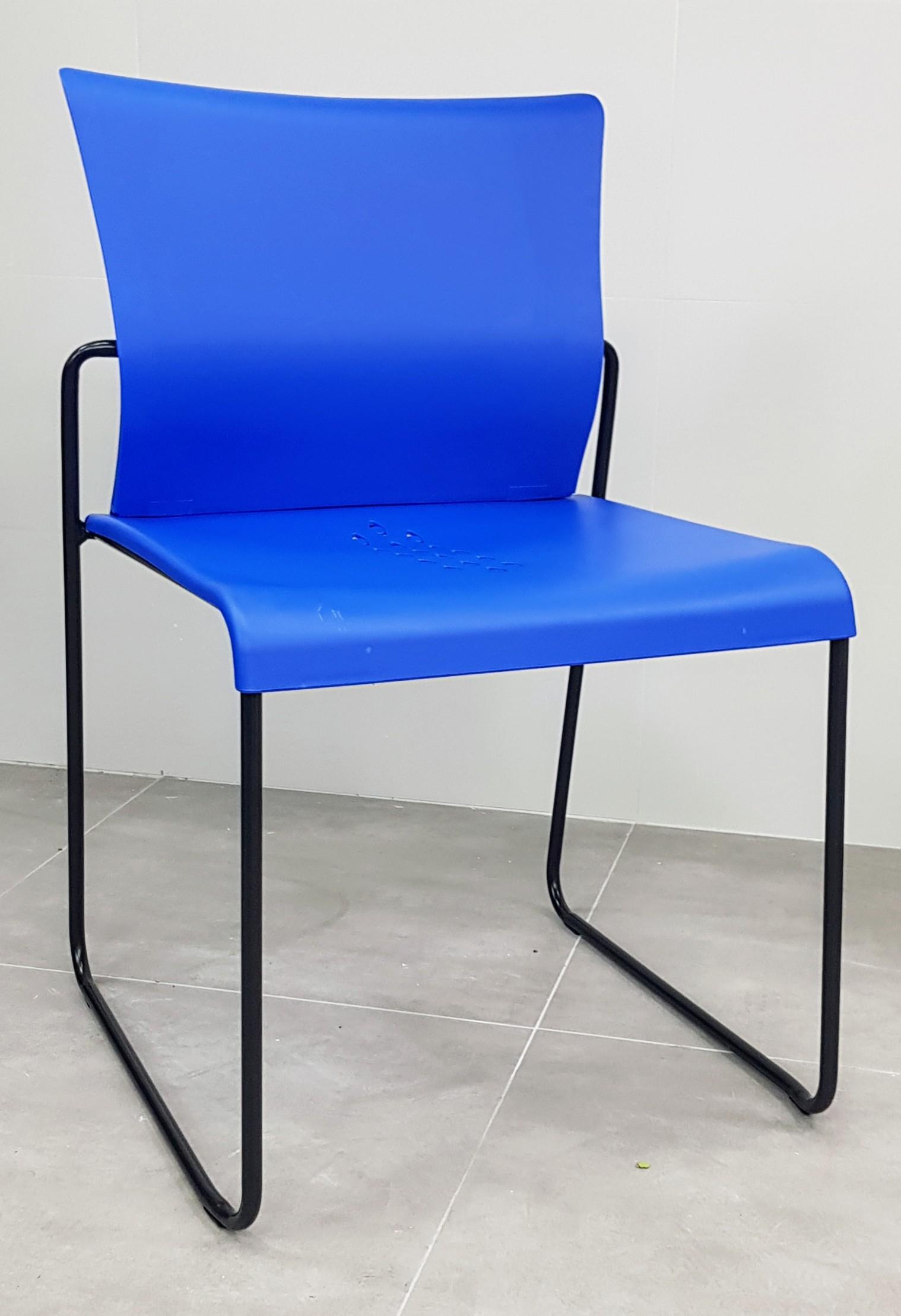 """כסא דגם """"דניאל"""" פלסטיק כחול"""