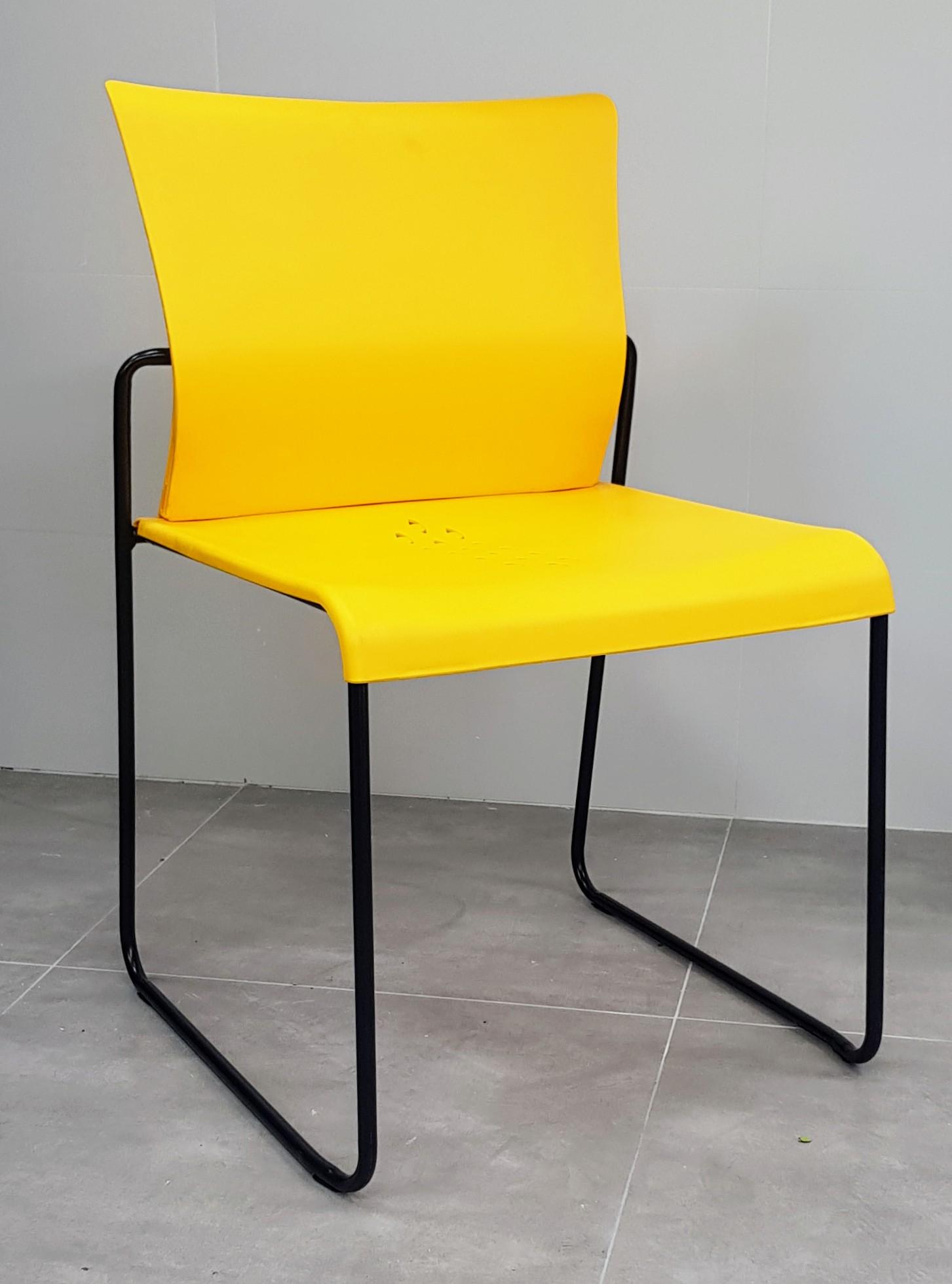 """כסא דגם """"דניאל"""" פלסטיק צהוב"""