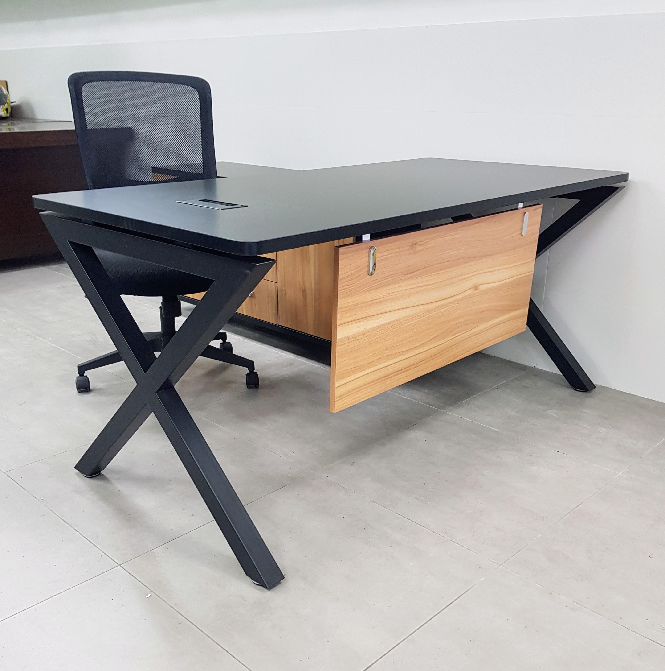 שולחן מנהל דגם A-45 שחור – אלון
