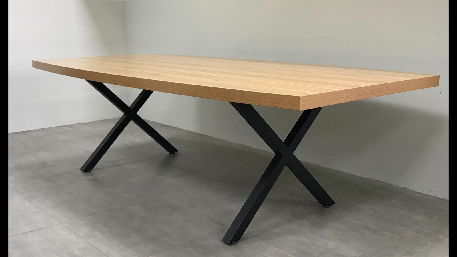 שולחן ישיבות אובלי 200X100  בצבע אלון רגל שחור