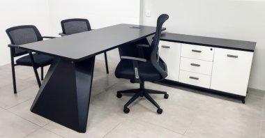 שולחן מנהל שחור לבן רגל סטינג