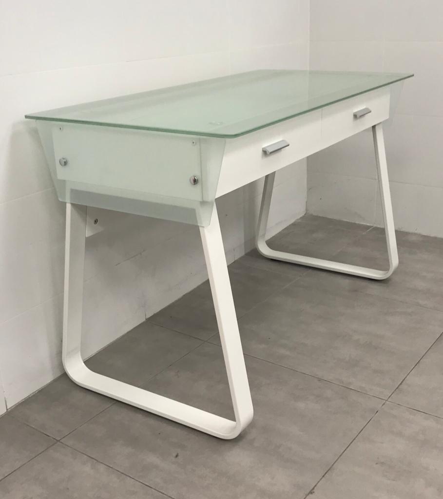 """שולחן מחשב זכוכית דגם """"אביגיל"""""""
