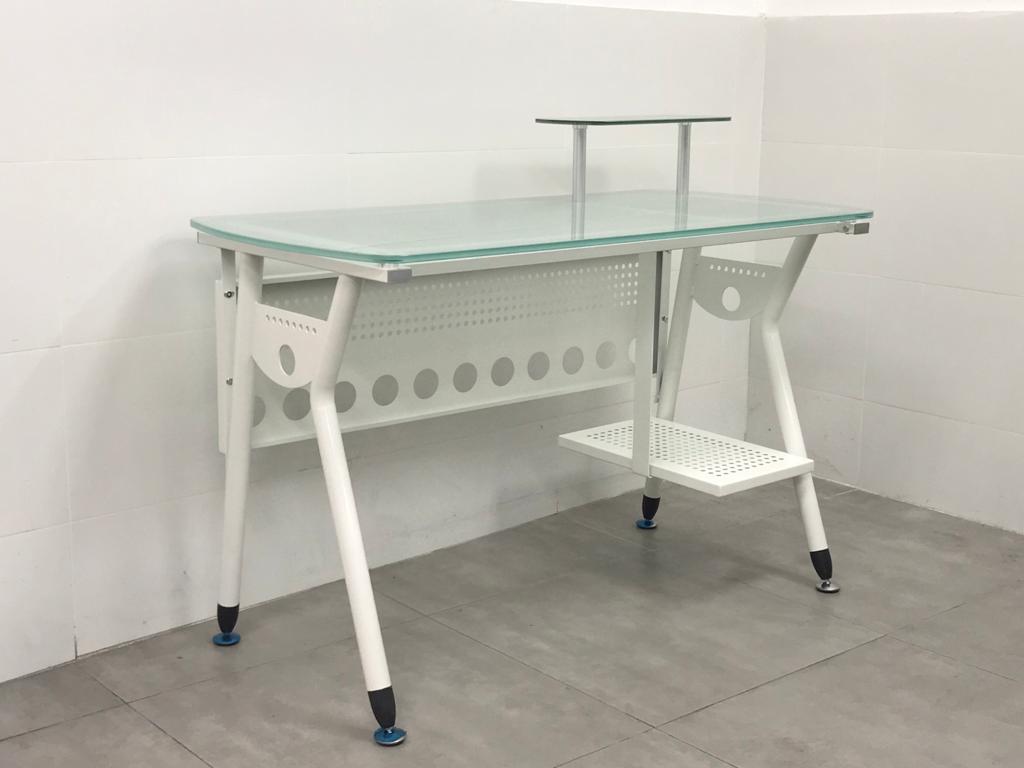 """שולחן מחשב זכוכית דגם """"מירית"""""""