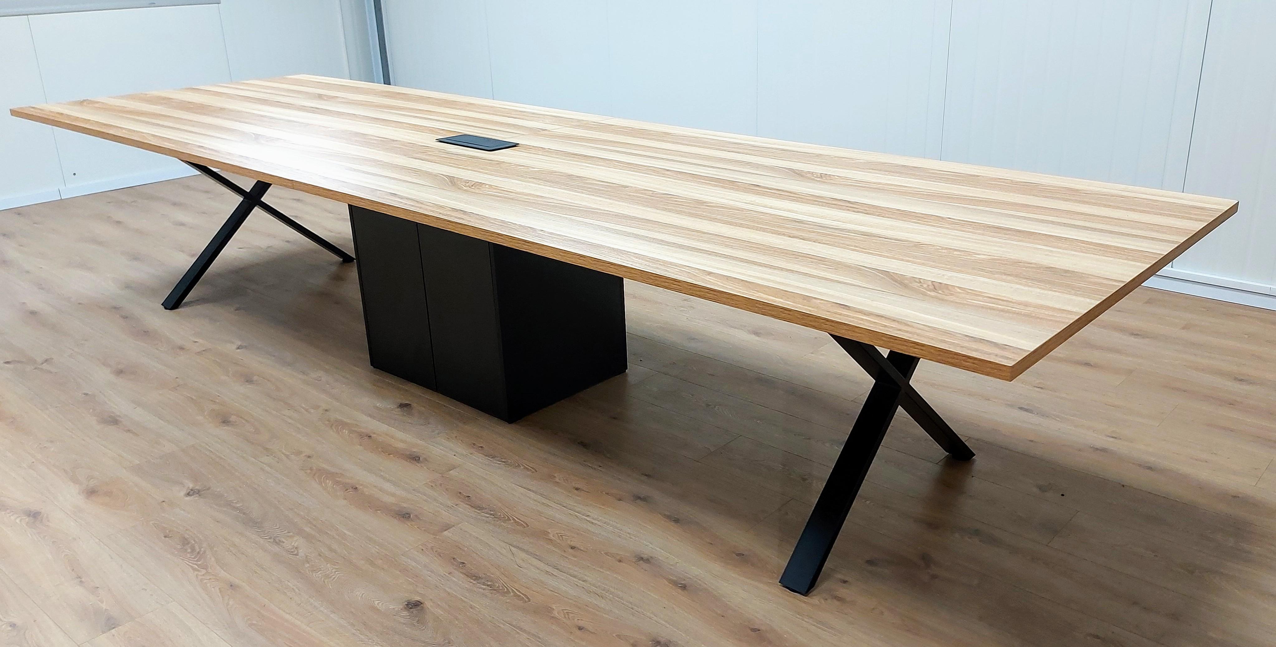 שולחן ישיבות 400X120 רגלי מתכת X כולל ארון תקשורת דלתות פתיחה