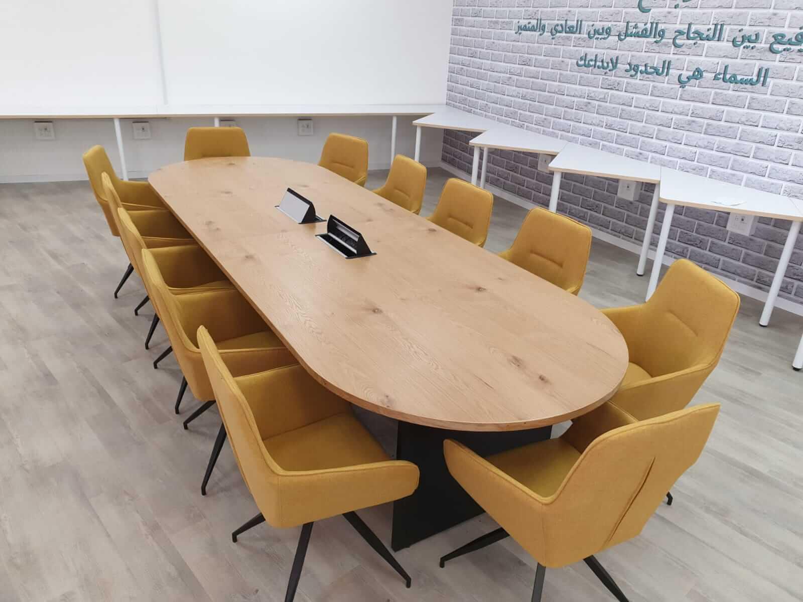 שולחן ישיבות אליפסה + כסאות נאפולי