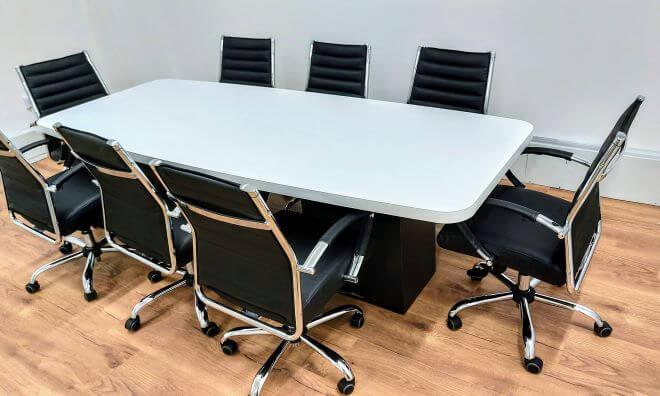 שולחן ישיבות אובלי 240X120 קנט מעובה רגלי קופסא