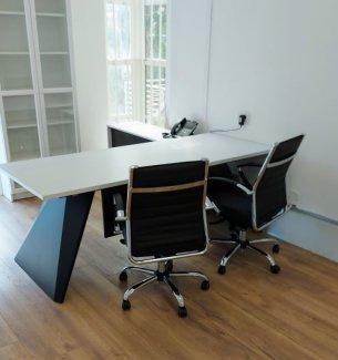 שולחן מנהל סטינג שחור לבן.jpg 1 קל