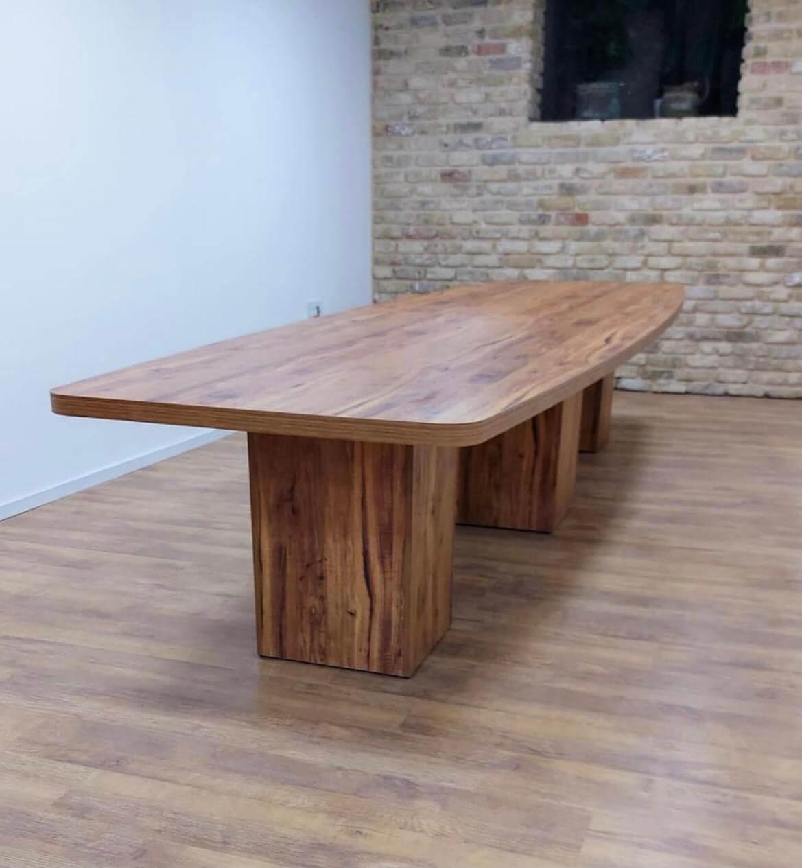 שולחן ישיבות אובלי קנט מעובה רגלי קופסא במידות 480X120