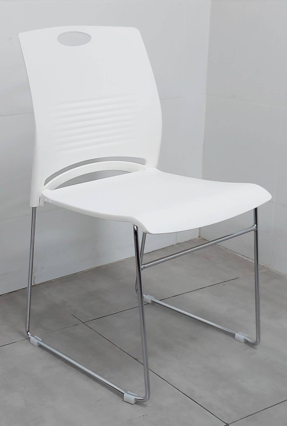 """כסא דגם """"דניאל"""" פלסטיק לבן"""